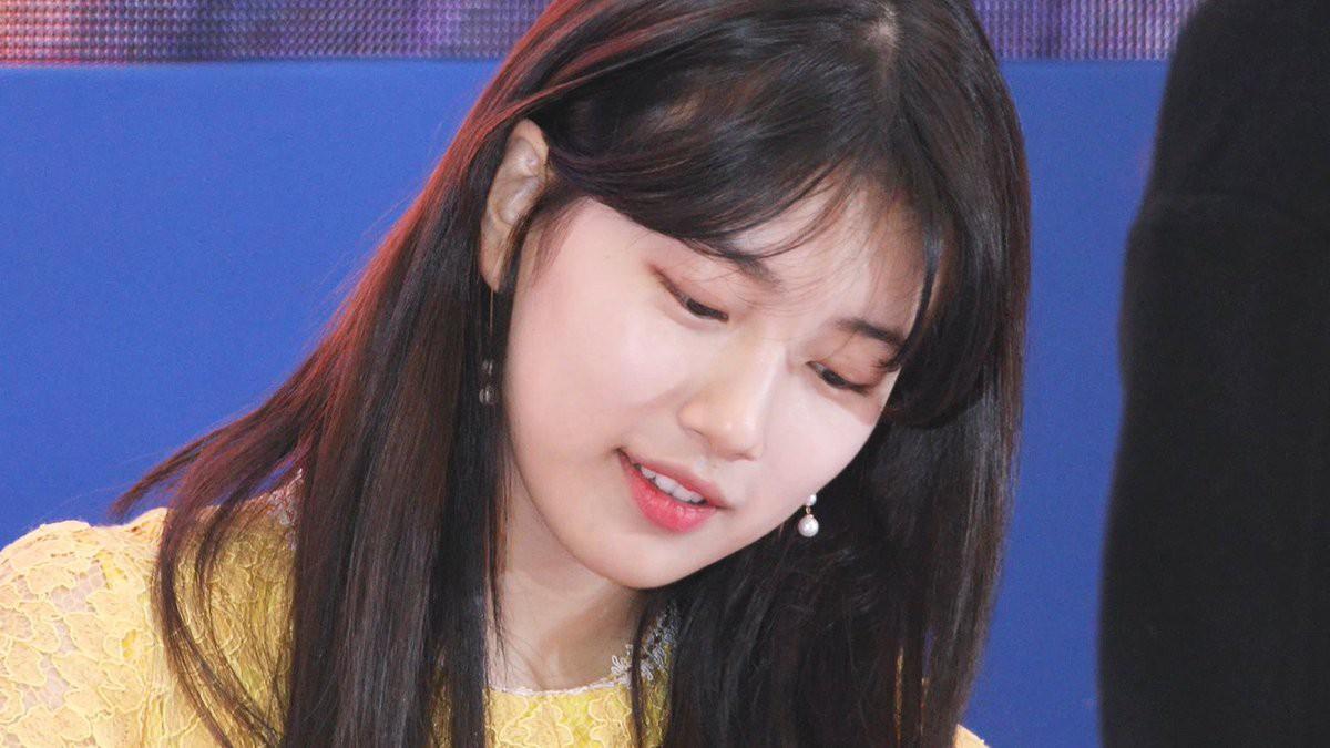 Suzy lần đầu lộ diện hậu hẹn hò Lee Dong Wook: Mặt béo nhưng vẫn khiến cả trung tâm thương mại náo loạn vì quân đoàn fan - Ảnh 16.