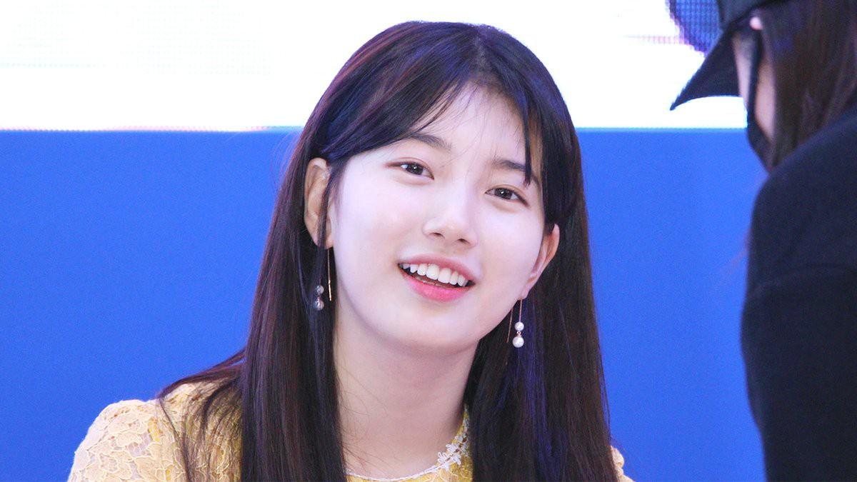 Suzy lần đầu lộ diện hậu hẹn hò Lee Dong Wook: Mặt béo nhưng vẫn khiến cả trung tâm thương mại náo loạn vì quân đoàn fan - Ảnh 15.