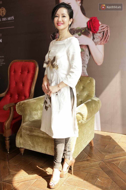 Gần 50 tuổi cũng chẳng sao, Diva Hồng Nhung vẫn cài hoa lên đầu và ăn mặc như học sinh - Ảnh 9.