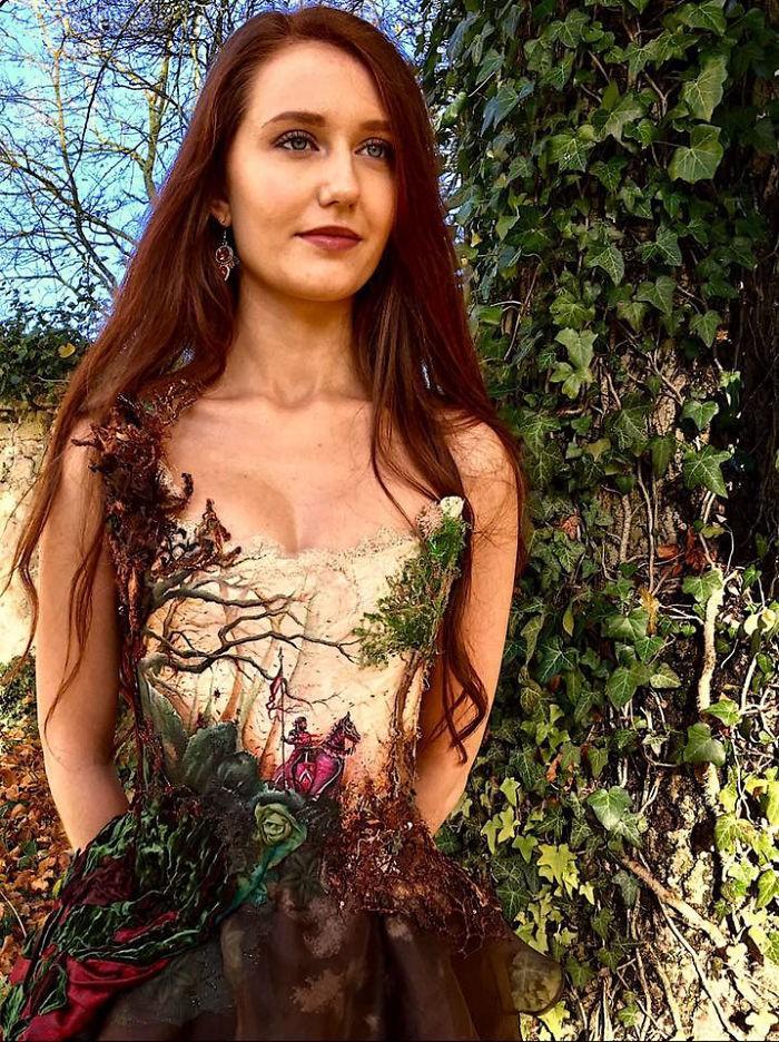 Chiêm ngưỡng những bộ váy dạ hội lồng lộn được tạo nên từ nguyên liệu tái chế - Ảnh 21.