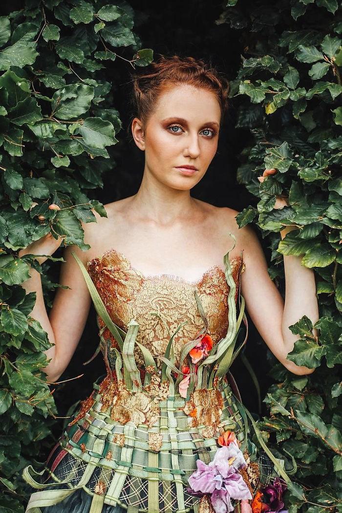 Chiêm ngưỡng những bộ váy dạ hội lồng lộn được tạo nên từ nguyên liệu tái chế - Ảnh 15.