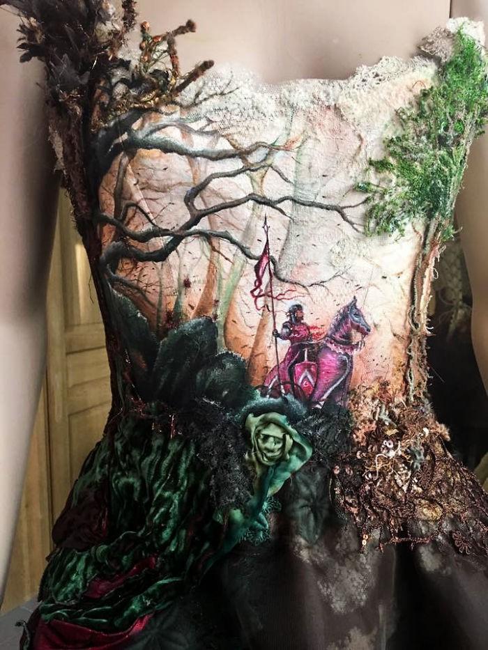Chiêm ngưỡng những bộ váy dạ hội lồng lộn được tạo nên từ nguyên liệu tái chế - Ảnh 19.