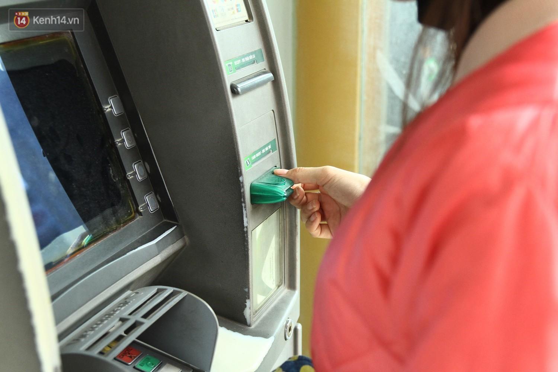 """Nhiều chủ tài khoản Vietcombank phản ứng sau biểu phí mới: Sẽ mở thêm vài tài khoản ngân hàng khác để không bị """"phụ thuộc""""! - Ảnh 2."""