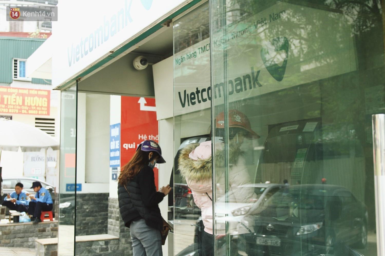 """Nhiều chủ tài khoản Vietcombank phản ứng sau biểu phí mới: Sẽ mở thêm vài tài khoản ngân hàng khác để không bị """"phụ thuộc""""! - Ảnh 6."""