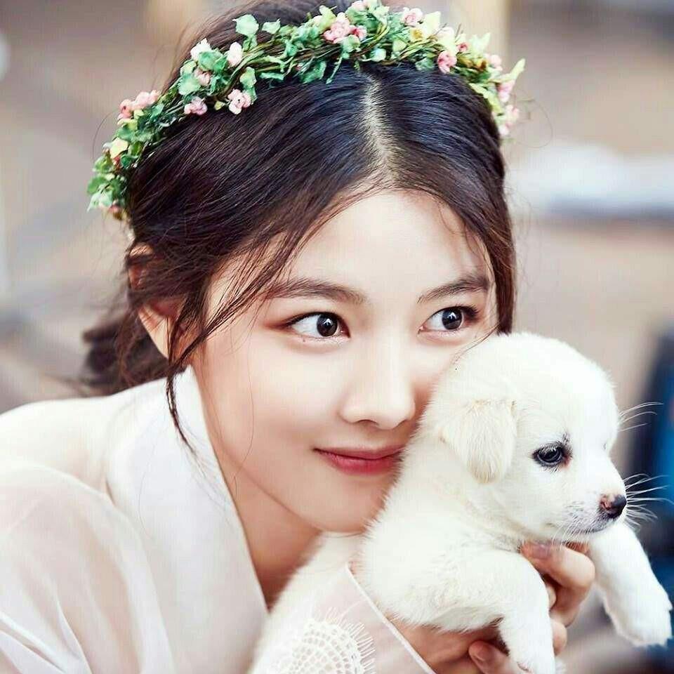 2 nữ thần nhí một thời Kim Yoo Jung và Kim So Hyun dậy thì: Quá xuất sắc, đẹp đến mức khó chọn ai nhỉnh hơn - Ảnh 1.