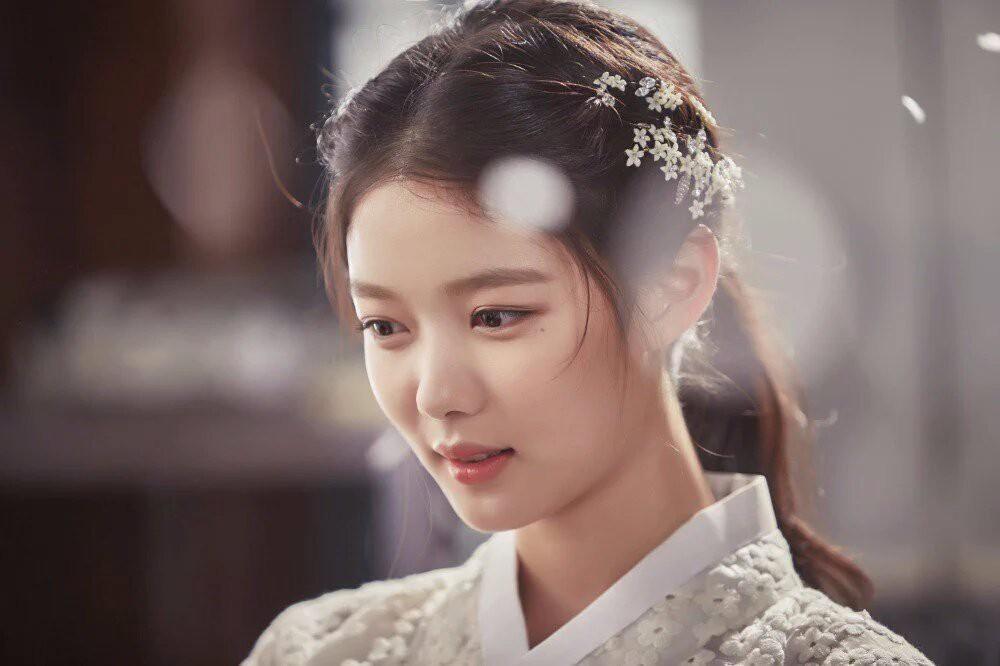 2 nữ thần nhí một thời Kim Yoo Jung và Kim So Hyun dậy thì: Quá xuất sắc, đẹp đến mức khó chọn ai nhỉnh hơn - Ảnh 3.