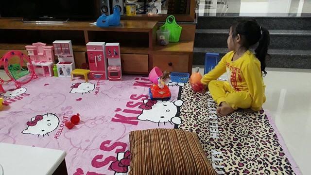 Hình ảnh chị cô đơn nằm ở phòng khách đợi mẹ ru em khiến trái tim mẹ 2 con nhói đau, câu chuyện phía sau còn thú vị hơn - Ảnh 2.