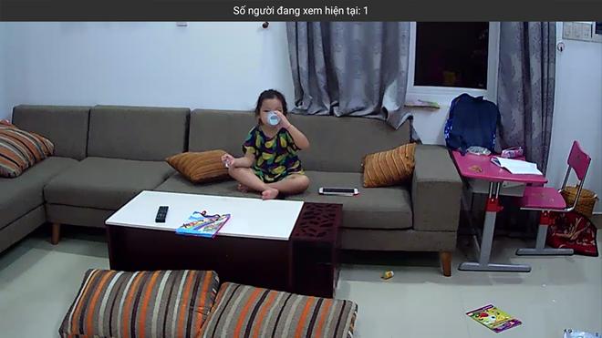 Hình ảnh chị cô đơn nằm ở phòng khách đợi mẹ ru em khiến trái tim mẹ 2 con nhói đau, câu chuyện phía sau còn thú vị hơn - Ảnh 3.