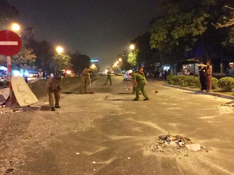 Tiếng nổ rầm trời phát ra từ nhà hàng 2 tầng ở Nghệ An, kính vỡ tung toé trong đêm - Ảnh 6.
