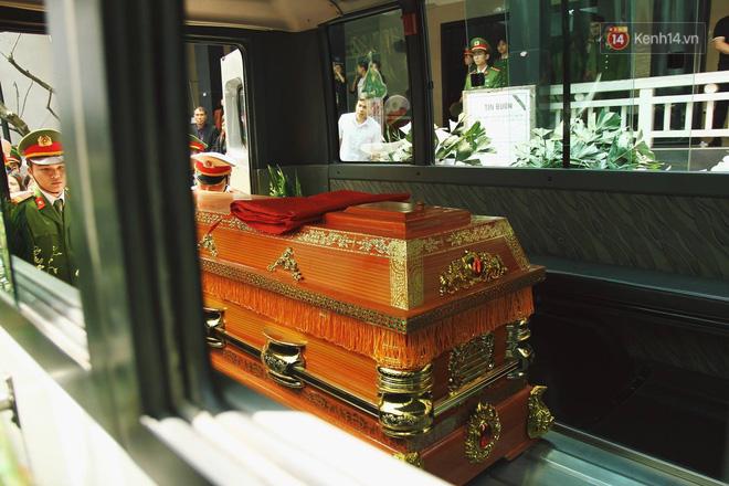 Chị gái khóc ngất trong lễ tang chiến sĩ PCCC hy sinh trên đường đi cứu nạn ở cao tốc Pháp Vân - Ảnh 19.