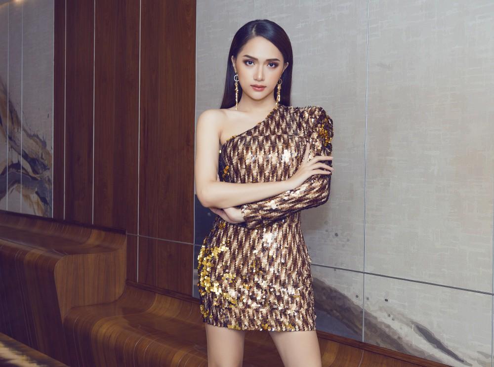 Vừa trở lại Thái Lan, Hoa hậu Hương Giang đã đốn tim fan với nhan sắc quyến rũ - Ảnh 4.