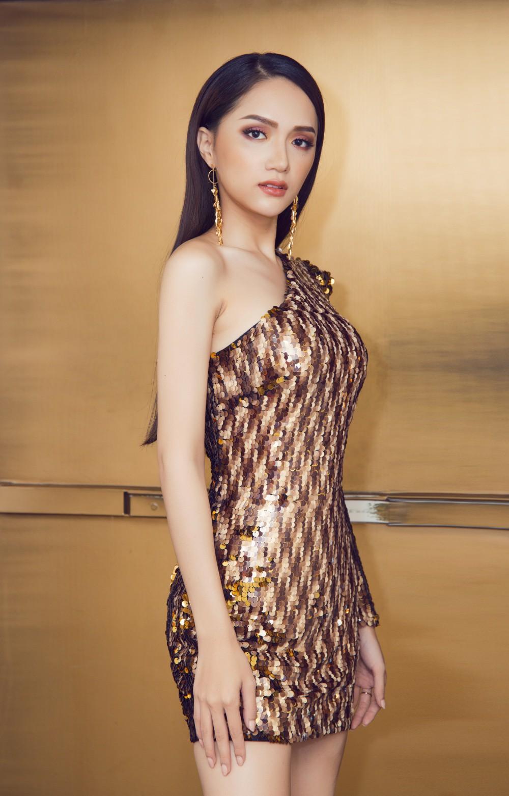 Vừa trở lại Thái Lan, Hoa hậu Hương Giang đã đốn tim fan với nhan sắc quyến rũ - Ảnh 2.