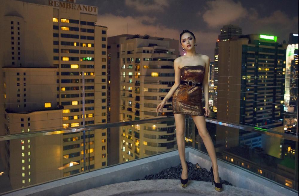 Vừa trở lại Thái Lan, Hoa hậu Hương Giang đã đốn tim fan với nhan sắc quyến rũ - Ảnh 1.
