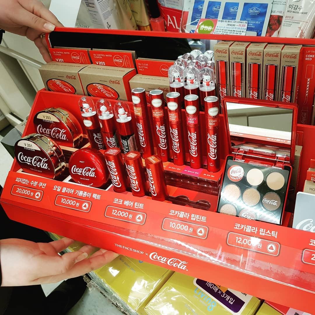 Vừa ra mắt, bộ sản phẩm của The Face Shop x Coca Cola đã được các tín đồ làm đẹp share rần rần - Ảnh 2.