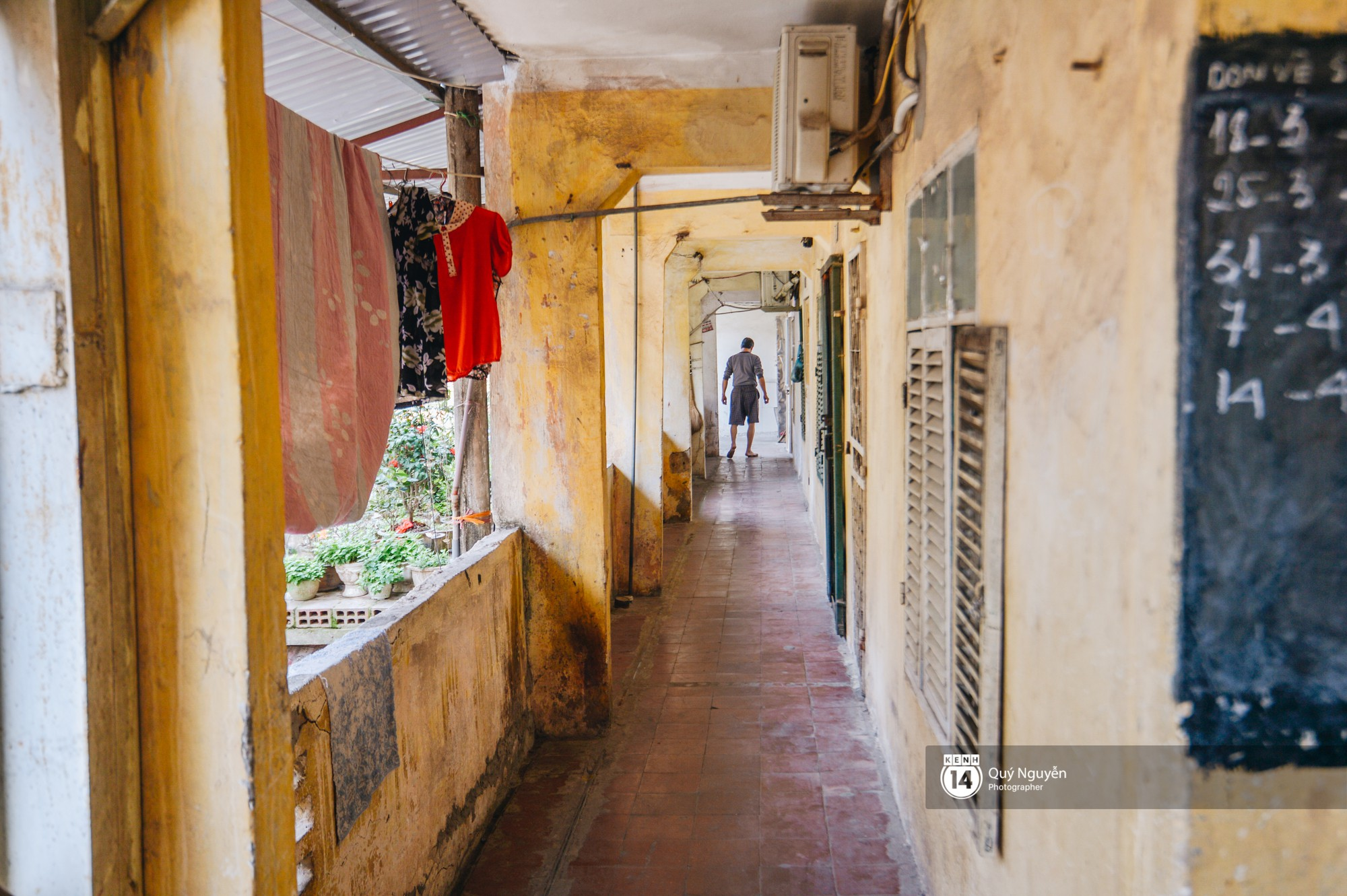 Chùm ảnh: Thấp thỏm sống trong chung cư tử thần đầy những vết nứt ở Hà Nội - Ảnh 8.