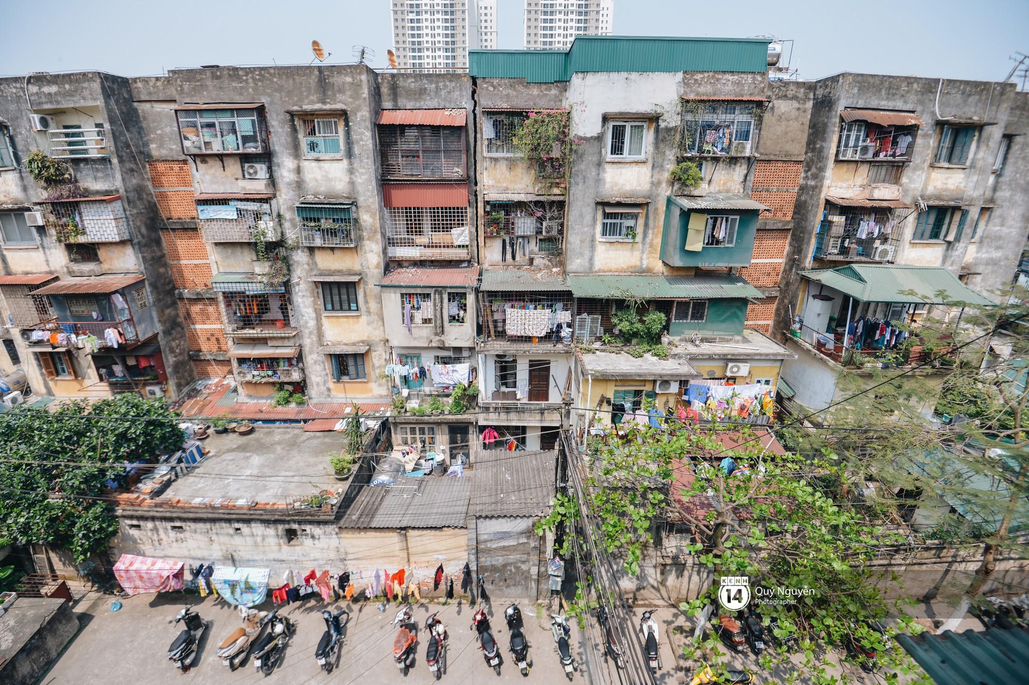 Chùm ảnh: Thấp thỏm sống trong chung cư tử thần đầy những vết nứt ở Hà Nội - Ảnh 11.