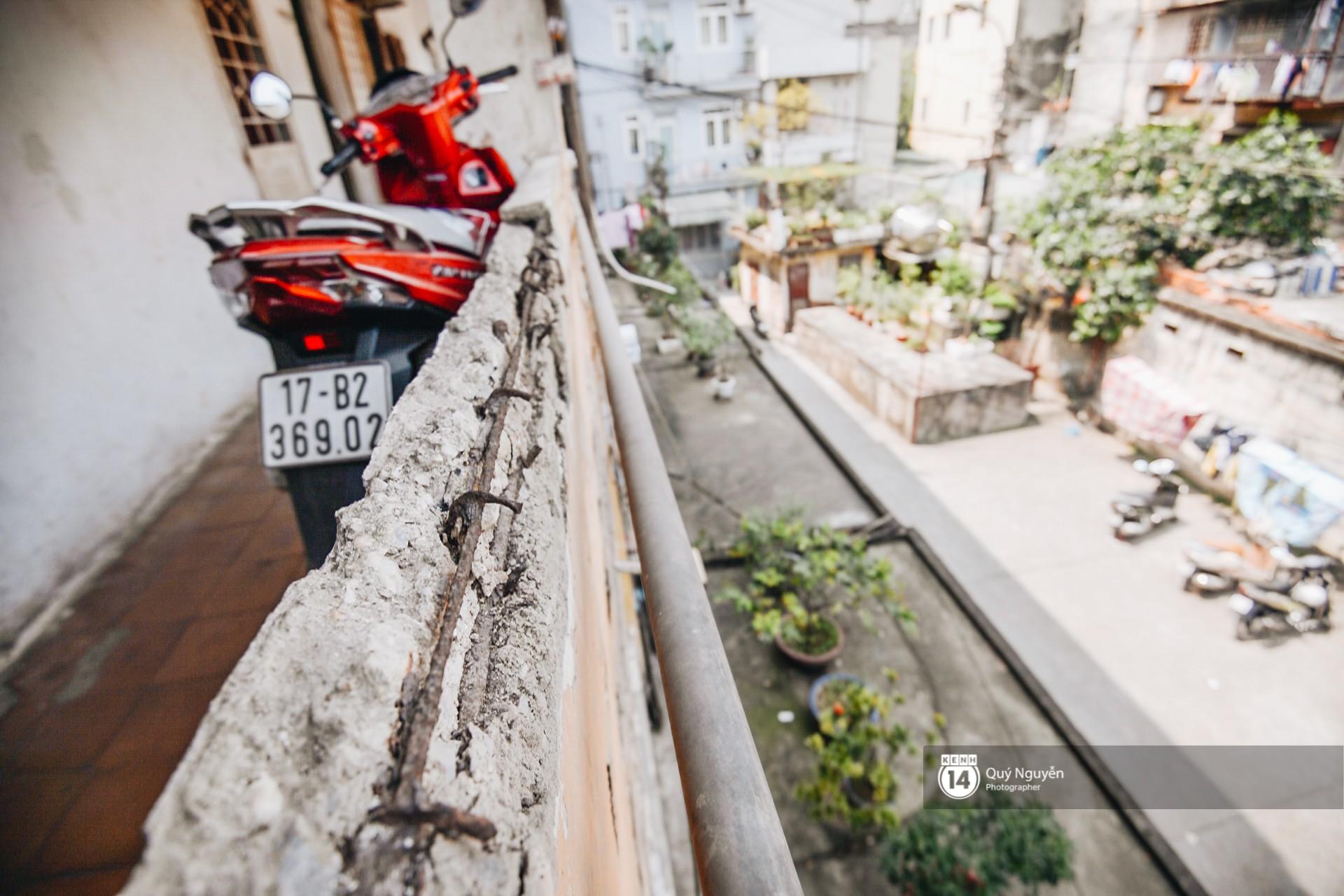 Chùm ảnh: Thấp thỏm sống trong chung cư tử thần đầy những vết nứt ở Hà Nội - Ảnh 9.