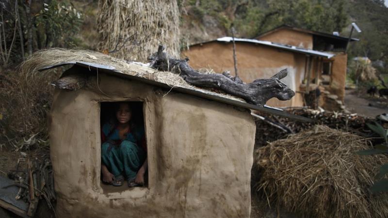 """Cơn ác mộng của phụ nữ Nepal khi tới ngày """"đèn đỏ: Phải rời khỏi nhà, ngủ ở những túp lều rách rưới, dễ bị kẻ xấu và thú dữ đoạt mạng - Ảnh 2."""