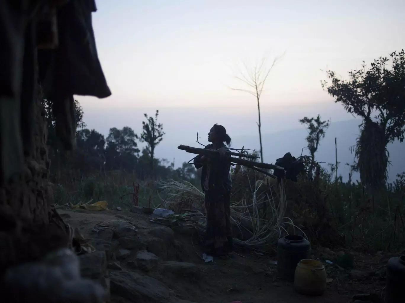 """Cơn ác mộng của phụ nữ Nepal khi tới ngày """"đèn đỏ: Phải rời khỏi nhà, ngủ ở những túp lều rách rưới, dễ bị kẻ xấu và thú dữ đoạt mạng - Ảnh 4."""