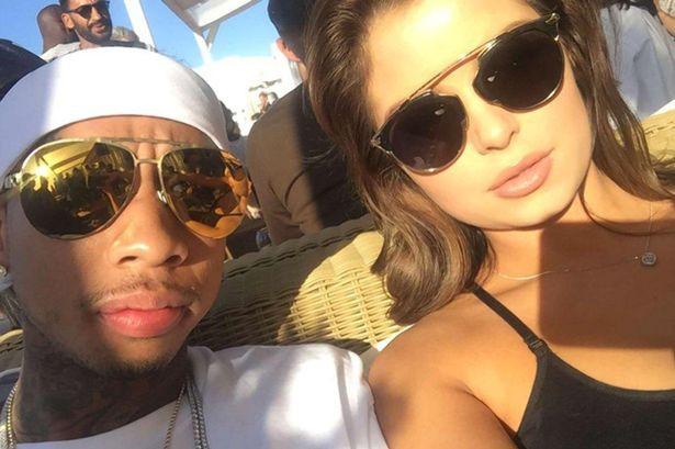 Mặt baby như Selena, body bốc lửa như Kylie, đây là Hoa hồng nước Anh làm triệu chàng trai xin chết - Ảnh 4.