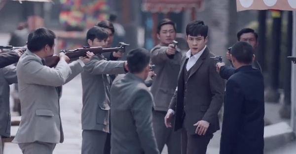 """""""Nhân Sinh"""": Mặc bản thân bị thương, Hàn Đông Quân vẫn mạnh mẽ thân mật với Tôn Di - Ảnh 8."""