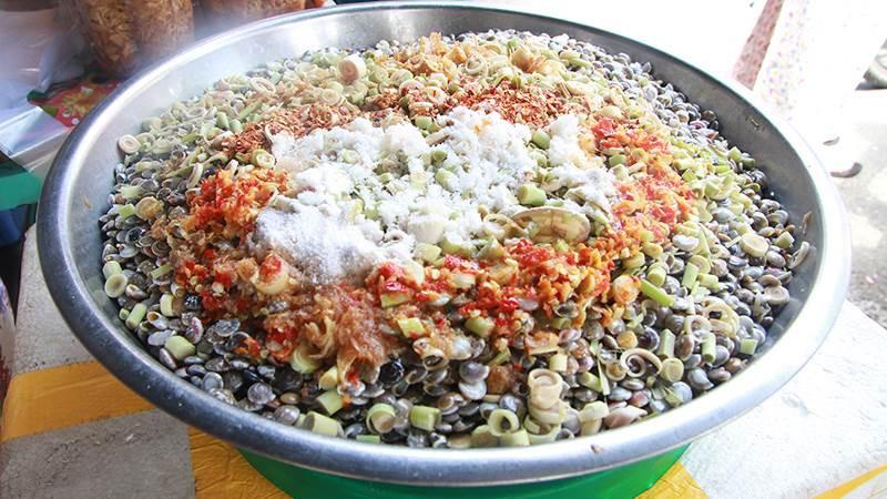Món ốc nhiều sắc màu, bé xíu và cực khó ăn lại là đặc sản được nhiều người yêu thích - Ảnh 2.