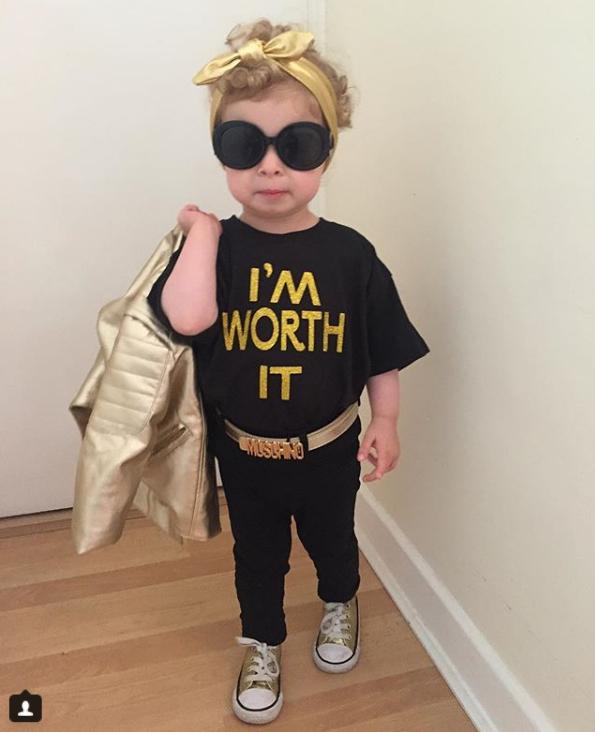 Cô bé 2 tuổi mê thời trang đến độ đọc vanh vách tên các thương hiệu và thần thái không chê vào đâu được - Ảnh 3.