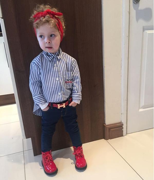 Cô bé 2 tuổi mê thời trang đến độ đọc vanh vách tên các thương hiệu và thần thái không chê vào đâu được - Ảnh 12.