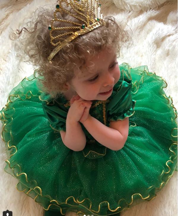 Cô bé 2 tuổi mê thời trang đến độ đọc vanh vách tên các thương hiệu và thần thái không chê vào đâu được - Ảnh 15.