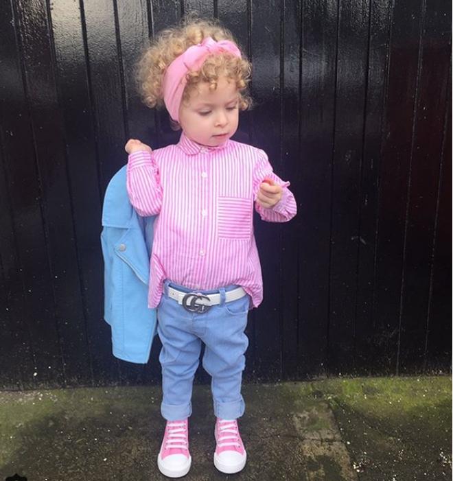 Cô bé 2 tuổi mê thời trang đến độ đọc vanh vách tên các thương hiệu và thần thái không chê vào đâu được - Ảnh 18.