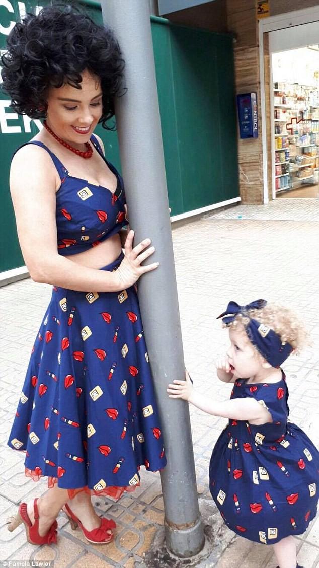 Cô bé 2 tuổi mê thời trang đến độ đọc vanh vách tên các thương hiệu và thần thái không chê vào đâu được - Ảnh 7.