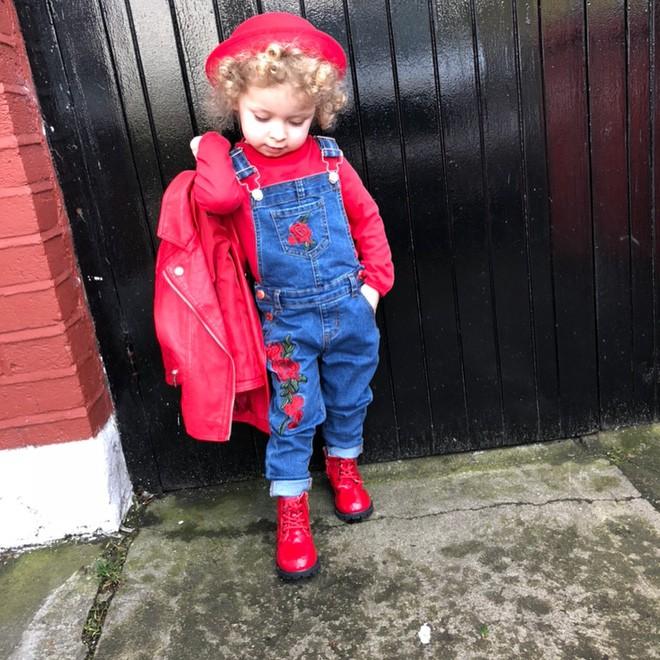 Cô bé 2 tuổi mê thời trang đến độ đọc vanh vách tên các thương hiệu và thần thái không chê vào đâu được - Ảnh 10.