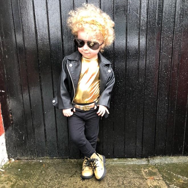 Cô bé 2 tuổi mê thời trang đến độ đọc vanh vách tên các thương hiệu và thần thái không chê vào đâu được - Ảnh 11.