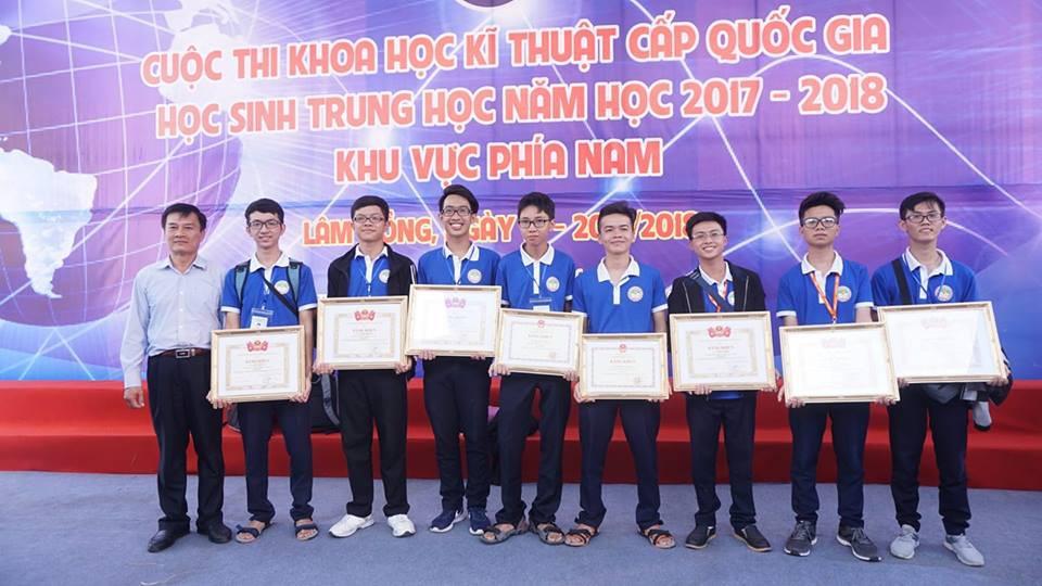 Robot mô phỏng hóa hành động của HS Cần Thơ giành giải Nhất tại cuộc thi KHKT cấp quốc gia 2018 - Ảnh 3.