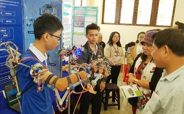 Robot mô phỏng hóa hành động của HS Cần Thơ giành giải Nhất tại cuộc thi KHKT cấp quốc gia 2018 - Ảnh 2.