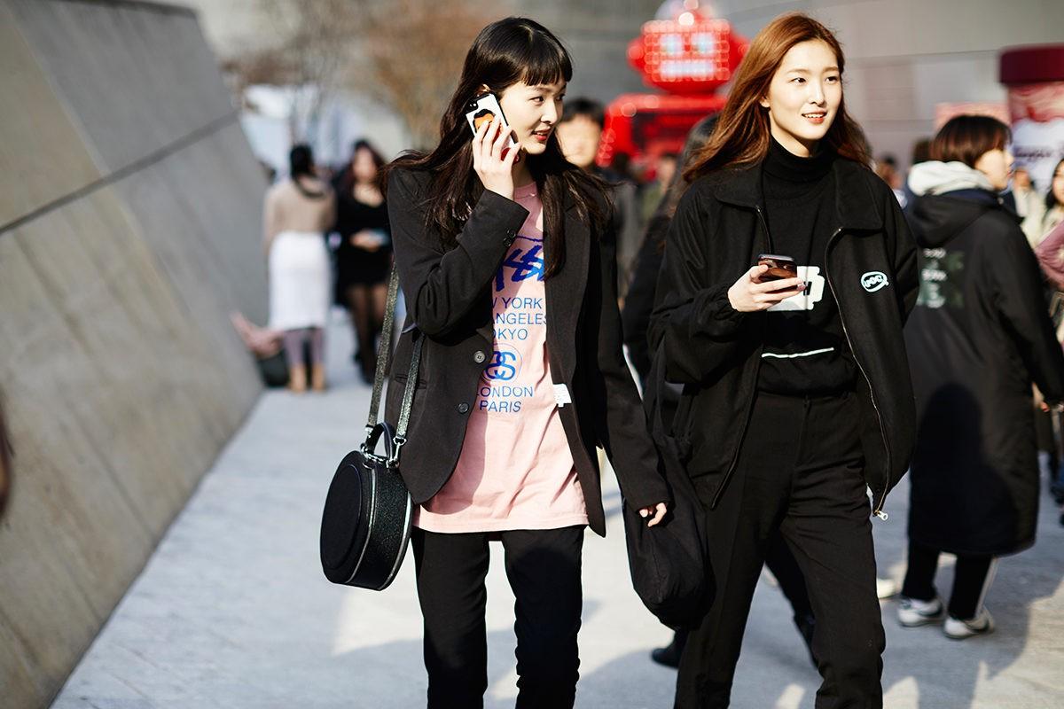 Giới trẻ Hàn Quốc luôn mặc đẹp nhưng chỉ tại Seoul Fashion Week, người ta mới có thể bắt gặp nhiều anh tài street style hội tụ đến thế - Ảnh 8.
