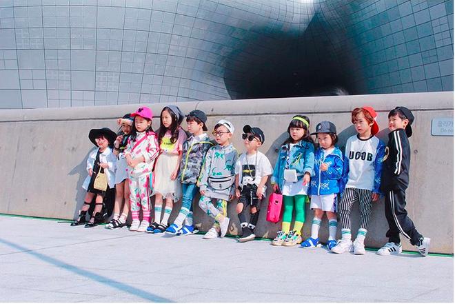Đến hẹn lại lên, loạt nhóc tì khuấy đảo Tuần lễ Thời Trang Seoul 2018 với loạt street style cực chất cùng thần thái pose ảnh còn hơn cả người lớn - Ảnh 1.