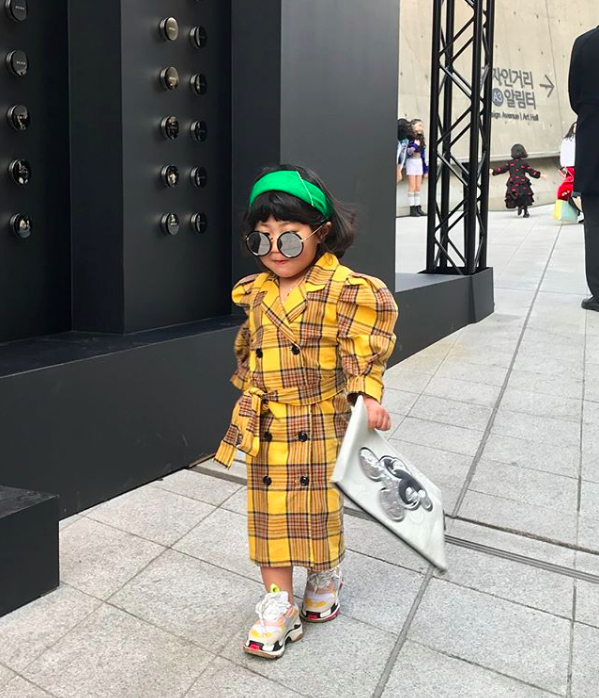 Đến hẹn lại lên, loạt nhóc tì khuấy đảo Tuần lễ Thời Trang Seoul 2018 với loạt street style cực chất cùng thần thái pose ảnh còn hơn cả người lớn - Ảnh 14.