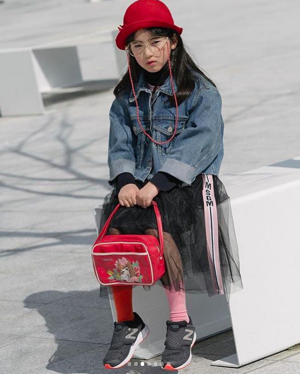 Đến hẹn lại lên, loạt nhóc tì khuấy đảo Tuần lễ Thời Trang Seoul 2018 với loạt street style cực chất cùng thần thái pose ảnh còn hơn cả người lớn - Ảnh 22.