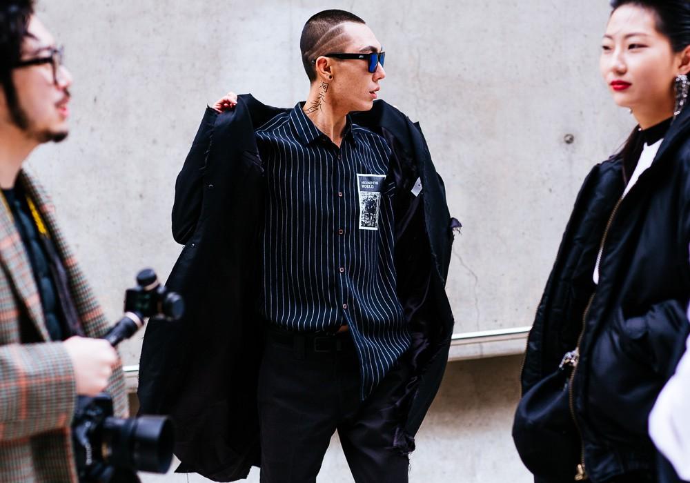 Giới trẻ Hàn Quốc luôn mặc đẹp nhưng chỉ tại Seoul Fashion Week, người ta mới có thể bắt gặp nhiều anh tài street style hội tụ đến thế - Ảnh 18.