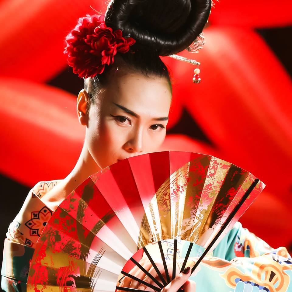 HOT: Mỹ Tâm bất ngờ tung MV mới với tạo hình geisha, vẫn giữ cảnh cởi áo khoe lưng trần từng hé lộ trong teaser - Ảnh 2.
