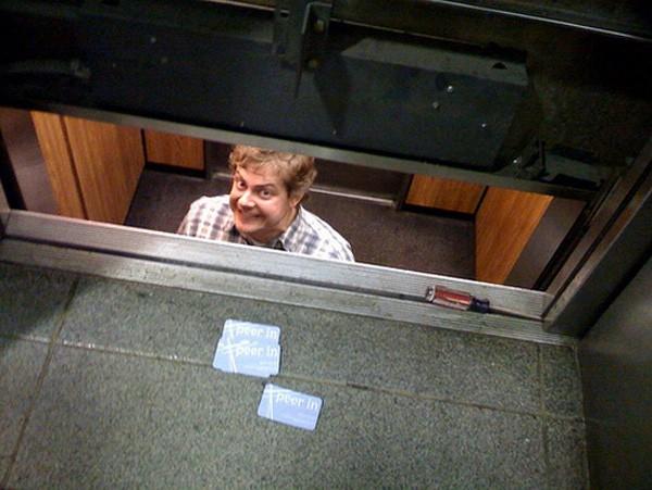 Chúng ta phải làm gì nếu như gặp sự cố, bất ngờ mắc kẹt trong thang máy? - Ảnh 7.