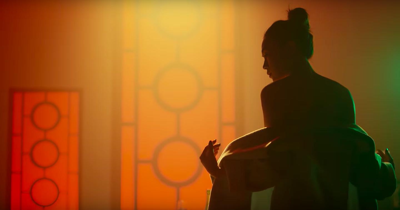 HOT: Mỹ Tâm bất ngờ tung MV mới với tạo hình geisha, vẫn giữ cảnh cởi áo khoe lưng trần từng hé lộ trong teaser - Ảnh 4.