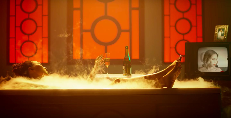 HOT: Mỹ Tâm bất ngờ tung MV mới với tạo hình geisha, vẫn giữ cảnh cởi áo khoe lưng trần từng hé lộ trong teaser - Ảnh 5.
