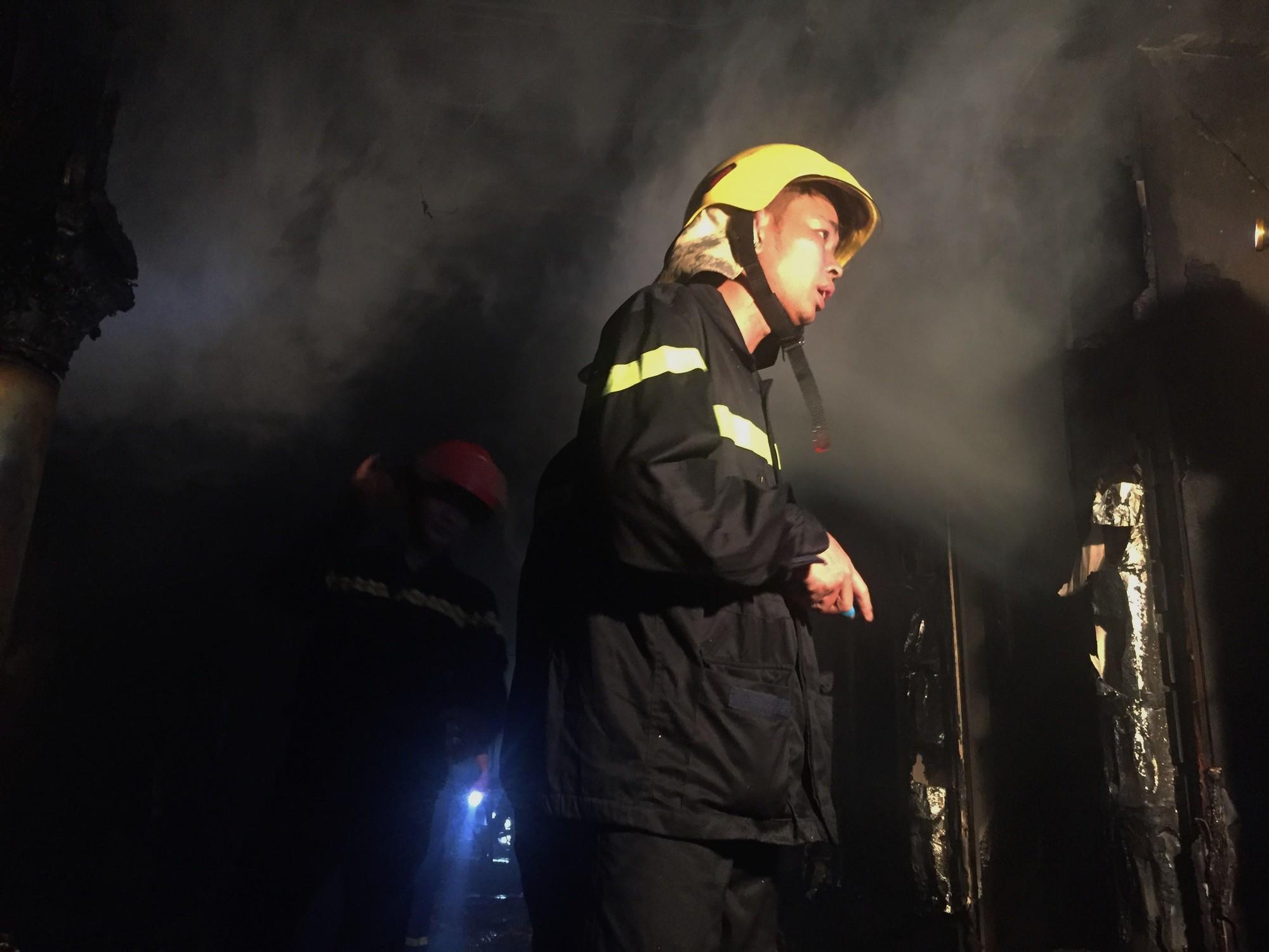 Chùm ảnh: Khung cảnh tan hoang bên trong quán karaoke Kingdom Club Hà Tĩnh sau hỏa hoạn - Ảnh 6.