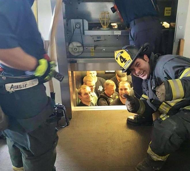 Chúng ta phải làm gì nếu như gặp sự cố, bất ngờ mắc kẹt trong thang máy? - Ảnh 8.