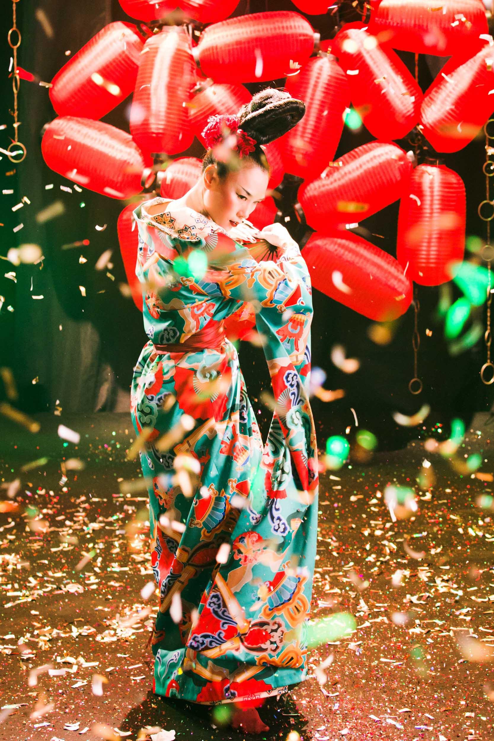 HOT: Mỹ Tâm bất ngờ tung MV mới với tạo hình geisha, vẫn giữ cảnh cởi áo khoe lưng trần từng hé lộ trong teaser - Ảnh 6.
