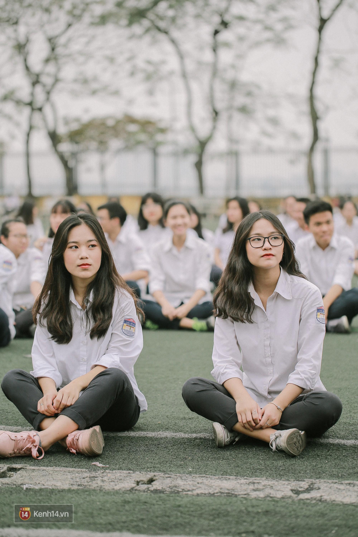 Teen Chu Văn An rạng rỡ ngày xếp chữ chia tay tuổi học trò - Ảnh 7.