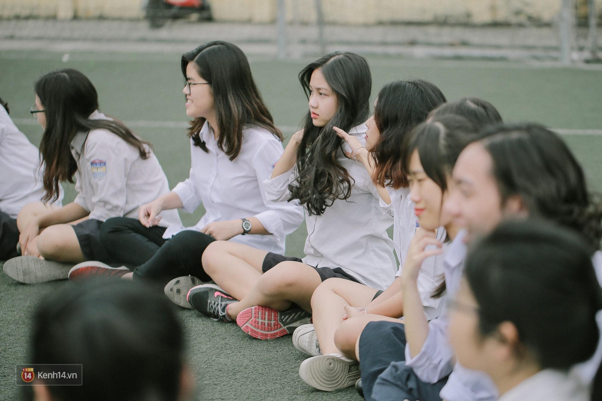 Teen Chu Văn An rạng rỡ ngày xếp chữ chia tay tuổi học trò - Ảnh 9.