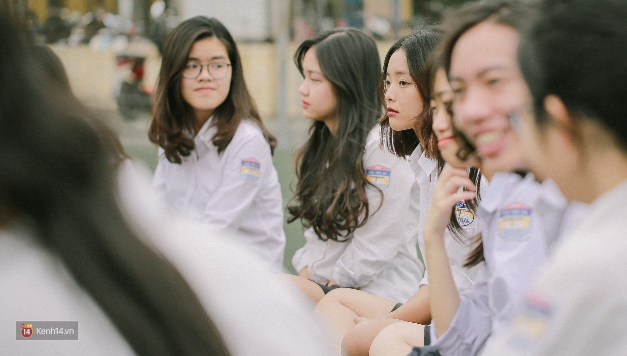 Teen Chu Văn An rạng rỡ ngày xếp chữ chia tay tuổi học trò - Ảnh 10.